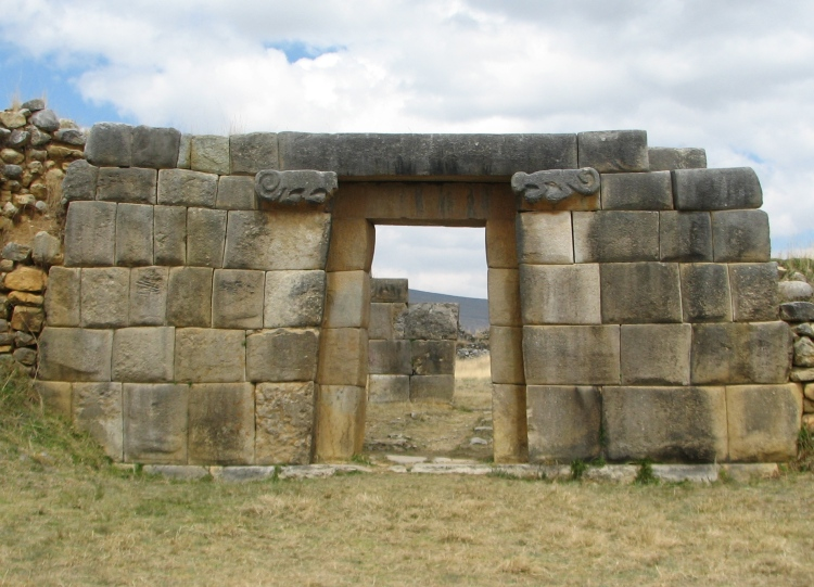 Huánuco_Pampa_Archaeological_site_-_doorway
